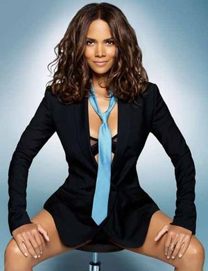 Gallery_main-1007_halle_berry_esquire_07